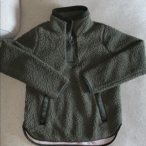 Abercrombie pull over Sherpa xsmall